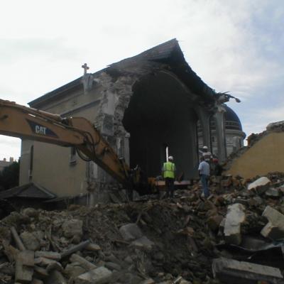 La destruction de la chapelle des anciens élèves en 2004
